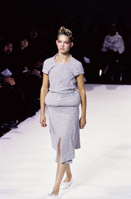 Minimalism-in-fashion_Comme-des-Garcons_1997